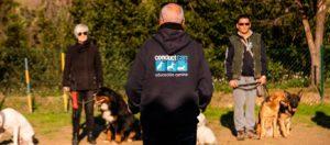 Personal de la escuela Conductcan en clases de adiestramiento para perros Barcelona